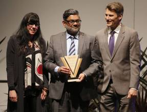 Zool Suleman receives 2017 Award of Excellence in the Diversity and Inclusion