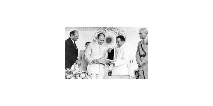 Historical Photograph: President Ziaul Haq gives the charter to the Aga Khan University