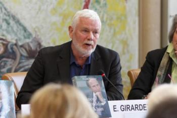 Edward Girardet during the panel discussions at the book launch of Prince Sadruddin Aga Khan: Humanitarian and Visionary (image credit: Anvar Nanji)