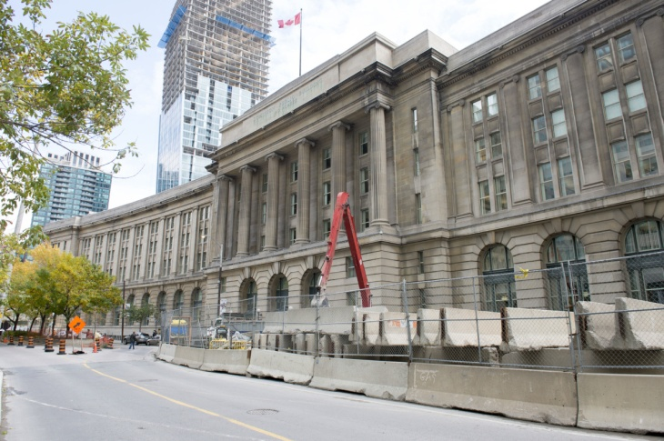 NA-WAR10 The federal government wants to rename its landmark property at 1 Front St. to honour the War of 1812. Now known as the Dominion Public Building, the feds want to rename it to honour the Battle of York. How will this play in Toronto where they were perhaps more worthy candidates to be honoured? Story based on docs that La Presse has shared with the Star. October 10, 2012 CARLOS OSORIO/TORONTO STAR