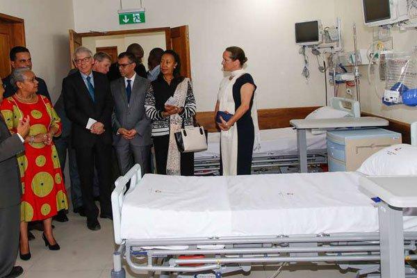 First Lady Margaret Kenyatta and Princess Zahra Aga Khan (far right) are taken on a tour of the catheterisation laboratory at Aga Khan Hospital in Mombasa on June 9, 2017. Mrs Kenyatta thanked the Aga Khan Development Network (AKDN) for the contribution. PHOTO | WACHIRA MWANGI | NATION MEDIA GROUP