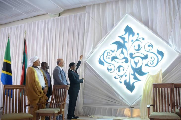 Prime Minister of Tanzania, Kassim Majaliwa unveils the Diamond Jubilee Motif