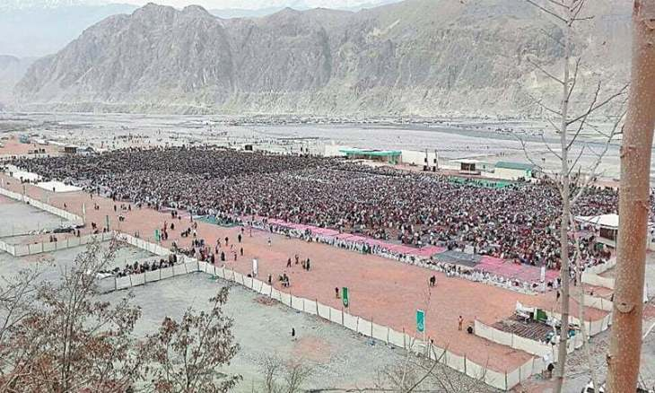 Followers greet Aga Khan in Chitral