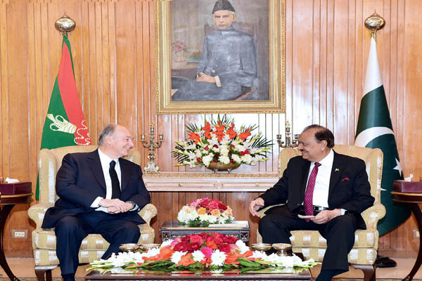 President of Pakistan lauds Prince Karim's services for peace, stability, humanity