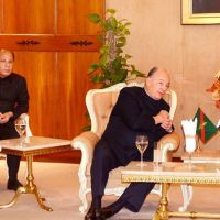 Governor, CM welcome Prince Karim Aga Khan at Karachi airport | Business Recorder