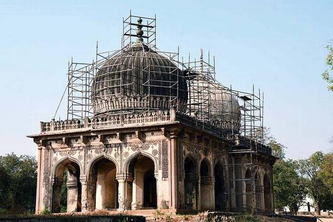 New finial for Hakim's tomb - Aga Khan Trust for Culture's Conservation and Landscape Restoration effort at the Qutb Shahi Heritage Park