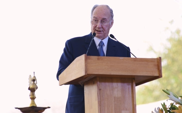 His Highness the Aga Khan addresses the audience gathered for the inauguration of the Sunder Nursery, part of the Nizamuddin Urban Renewal Initiative. AKDN/ Shamsh Maredia
