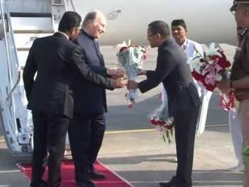 His Highness Prince Karim Aga Khan Welcomed at Ahmedabad Airport