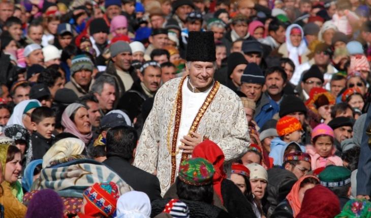 His Highness the Aga Khan with members of his community in Porshniev, Khorog, Tajikistan, 2008. AKDN / Akbar Hakim