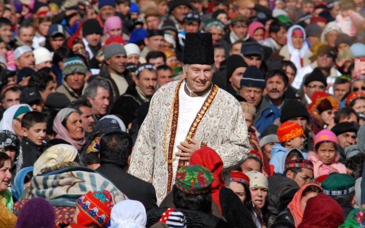 His Highness the Aga Khan with members of his community in Porshniev, Khorog, Tajikistan, 2008. AKDN / Akbar Hakim