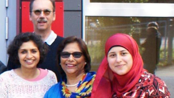 "Yasmin Rathschlag-Islamshah (center) with members of the association ""Women for Women in Stolberg"". Photo: M.-L. Otten"