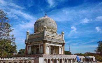 http://www.thehindu.com/news/cities/Hyderabad/article23543389.ece/ALTERNATES/LANDSCAPE_615/HY14-TOMBSCOMPLEX
