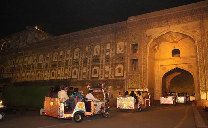 A Report by Aga Khan Trust for Culture - World's largest picture wall of Lahore