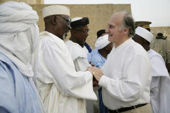 His Highness the Aga Khan bids farewell to local officials in Timbuktu, Mali where the Aga Khan Trust for Culture plays a critical role in the restoration of mud mosques. 24 April 2008. - Photo credit: AKDN / Arnhel de Serra