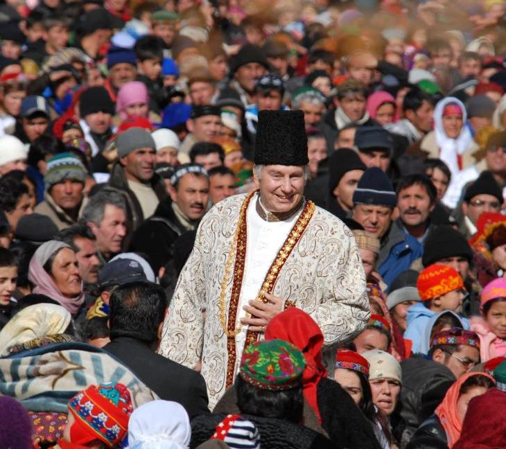 His Highness the Aga Khan with members of his community in Porshniev, Khorog, Tajikistan, 2008. - Photo credit: AKDN / Akbar Hakim