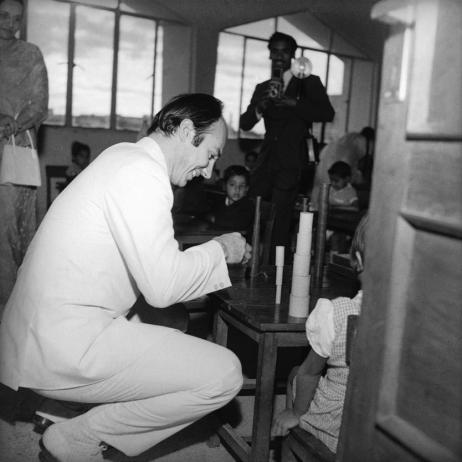 His Highness the Aga Khan plays with the children at the Diamond Jubilee High School during a visit to Mumbai, India. The first Aga Khan School was founded in Mundra (Gujarat) in 1905. Since then, the number of schools and other education institutions run by AKDN agencies has risen to over 200. Photo : 1973. - Photo credit: AKDN / Cumber Studios