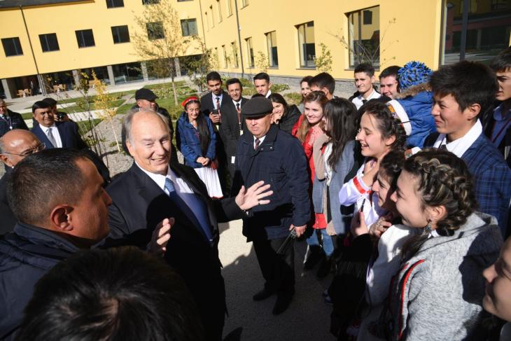 His Highness the Aga Khan greets the students of the University of Central Asia's founding undergraduate class in Naryn, Kyrgyz Republic, 19 October 2016. Founded in 2000, the University of Central Asia is opening campuses at high altitude sites in Naryn, Kyrgyz Republic (2016) and Khorog, Tajikistan (2017), and is preparing for construction in Tekeli, Kazakhstan. - Photo credit: AKDN / Iskender Ermekov