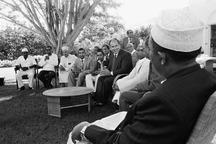 His Highness the Aga Khan meeting a delegation of Muslim leaders from Nairobi during his Silver Jubilee visit to Kenya in 1982