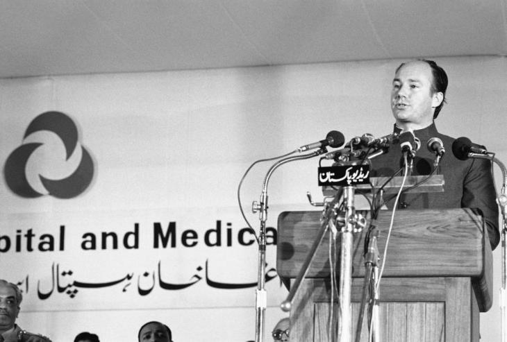 His Highness the Aga Khan addressing the audience at the inauguration of the Aga Khan University School of Nursing held on 16th February 1981..