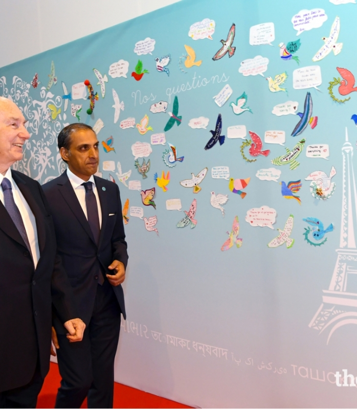 Mawlana Hazar Imam admires artwork of the France jurisdiction Jamat; Murids young and old conveyed messages of love, affection, and gratitude to Hazar Imam on the occasion of his Diamond Jubilee. PHOTO: THE.ISMAILI/ ZAHUR RAMJI