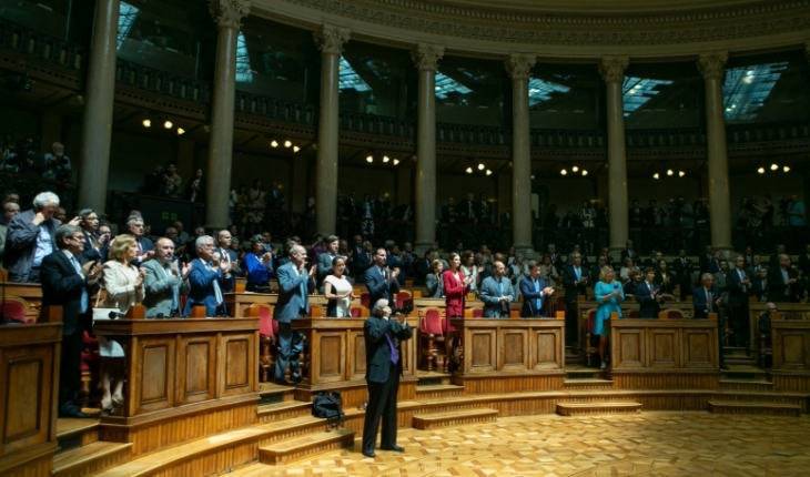 His Highness the Aga Khan receives a standing ovation after delivering a historic address to Portugal's Members of Parliament in the Senate Chamber of the Portuguese Parliament Building. In attendance were His Highness' family, government officials, dignitaries and leaders of the Ismaili Imamat and the Ismaili Community.