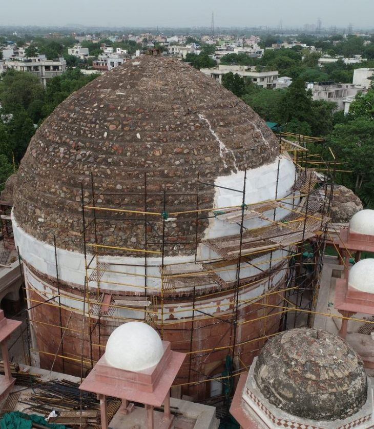 Rahim Khan-i-Khanan's Tomb at Nizamuddingets its dome marble back