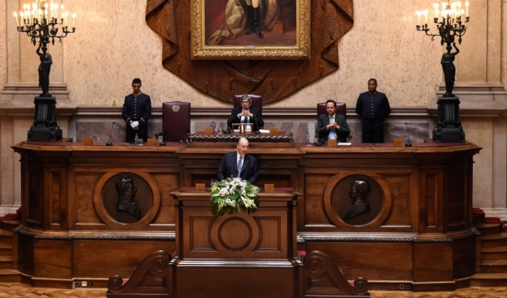 His Highness the Aga Khan addresses Portugal's Members of Parliament in the Senate Chamber of the Portuguese Parliament Building. AKDN / Moez Visram