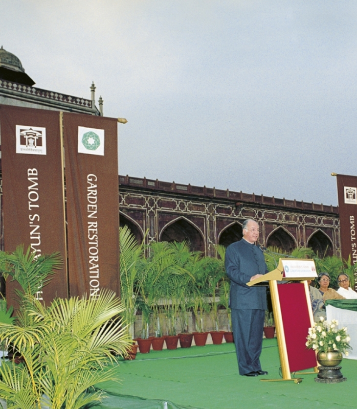 His Highness the Aga Khan at the ceremony to inaugurate the restored Humayun's Tomb gardens. New Delhi, India. 15 April 2003