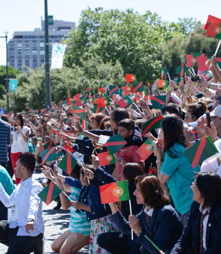 Members of the Ismaili Community gather at Jardim Amalia Rodrigues and celebrate the arrival of His Highness the Aga Khan. Photo: AKDN