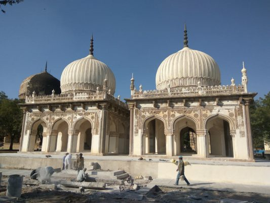 hakims-tombs-533x400